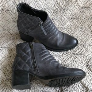 Clark's Grey Quilted Ankle Boots